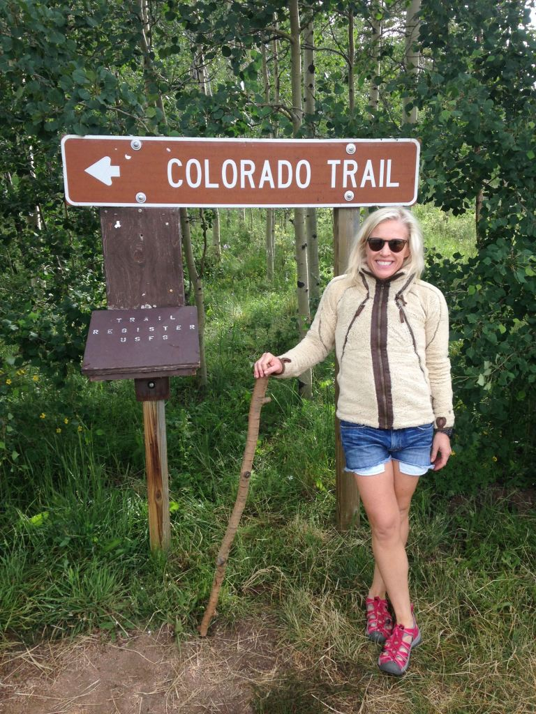 MeInFrontOfColoradoTrailSign